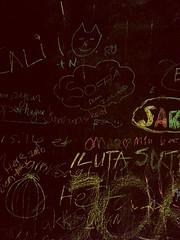 Ma participation (en haut en bleu) au tableau  l'htel,  Copenhague. (Romain Petit) Tags: gamin craie ardoise tableau