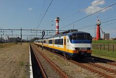 NSR 2959 + 2937 als trein 4159 (kevinpiket) Tags: sprinter sgmm 2959 2937 stoptrein vlaflip spoorlijn station perron vuurtoren vuurtorens hoekvanholland zuidholland nederland canon 60d ns nederlandsespoorwegen