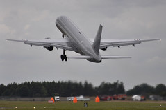 17th July 2010 RIAT Fairford (rob  68) Tags: 17th july 2010 riat fairford royal new zealand air force boeing 757 2k2 nz7572 cn26634545 40 squadron whenuapai