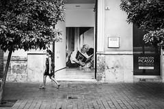 Pepe Reyes-160825-024 (Pepe Reyes (jorego)) Tags: 2016 mlaga pzadelamerced bn barrios centro fotografacallejera mujer picasso streetphotography