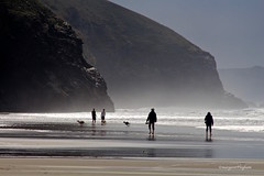 Bedruthan  Steps beach (Margaret Preuss-Higham) Tags: beach sun shillouette walk holiday shimmer cornwall candid