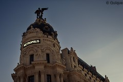 Edificio Metropolis. Madrid (egtenoriodiaz) Tags: metropolis canon 450d 30mm sigma madrid spain building street callejero granva city urban