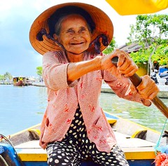 #hoian #vietnam #centralvietnam #woman #river #thubon #interestingface  #southeastasia #travel #besteducation (carlamanatee) Tags: hoian vietnam centralvietnam woman river thubon interestingface southeastasia travel besteducation
