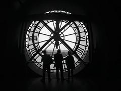 Three O Clock (alestaleiro) Tags: silouhette silueta people gente clock orsay musedorsay paris france seine view montmartre monochrome bianconero bw monocromo hora tiempo tempo temp time 3oclock alestaleiro reloj