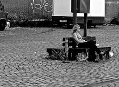 alone... (heiko.moser (+ 9.800.000 views )) Tags: sw schwarzweiss street strasse streetart streetfotografie schwarzweis streetportrait streetfoto people personen publicity person leute menschen monochrom mono women woman teen blond bw blackwihte blancoynegro hamburg german canon candid city noiretblanc nb nero heikomoser