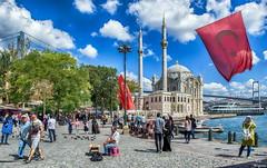 I lve Istanbul... (Leo ) Tags: mezquita gente plaza cielo nubes mar puente urbana ciudad color luz estambul  turqua