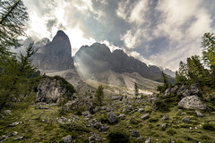 The Geisler Mountains II (michael_rizzi) Tags: dolomiten sdtirol south tyrol naturpark geisler odles nature reserve mountain range mountains peaks summits green forest rock rocks sky clouds sun light rays landscape sunlight colorful summer wideangle