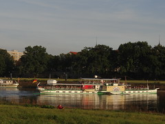 Dresden-0107_1 (pischty.hufnagel) Tags: dresden elbe dampfschiff dampfschifffahrt kurort rathen wende schaufelraddampfschiff schaufelraddampfer