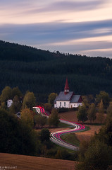 Hedenssstad curves (Ron Jansen - EyeSeeLight Photography) Tags: hedenstad heistadmoen church kirke longexposure haida nd filter autumn road curve curves lighttrails trails cars lights red white agriculture agricultural evening mood 1100 1200 1888