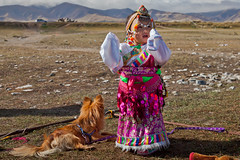Picture of the Day #199 ( [Kristoffer]) Tags: girl people tibetan china travel photography lake qinghai reich der mitte reise reisefotografie canon 5d mark ii menschen hund fun soas portrait