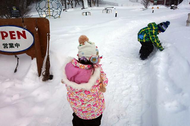 フカフカの新雪に子供達も大興奮|キープファームショップ
