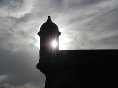 Luz de la Ventana (Eddie's Photo Adventure) Tags: sun sol window puerto ventana san juan el rico sanjuan morro elmorro garita