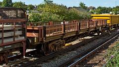 FJA 621911 (JOHN BRACE) Tags: ex freightliner flat fja 621911 built ashford 1967 converted for use engineers trains by marcroft 2002 seen east croydon 1413 hoo junction sydenham train passing 1647 english welsh scottish railways livery ews