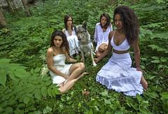 RELAX SULL'ERBA. (FRANCO600D) Tags: giulia alina samira lisa lupa ragazze modelle girls estate erba montagna fvg agane relax bosco