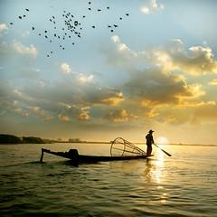 The fisherman (jaci XIII) Tags: pescador mar gua solnascente pssaro fisherman sea water risingsun bird