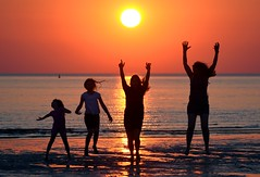 Family sunset jump! (Carl Bovis Nature Photography) Tags: family jump sun sunset children sea burnham burnhamonsea beach silhouette silhouettes nature coast somerset england uk