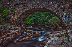 Bridge at Dochart / Scotland (guenterleitenbauer) Tags: 2016 5d april austria canon guenter gnter juli landscape leitenbauer urlaub wels bild bilder britain brittanien burg castle city flickr foto fotos great image images july key landschaft photo photos picture pictures ruine schottland scotland stadt town wasser water wwwleitenbauernet sterreich bridge dochart falls wasserfall stromschnellen brcke killin