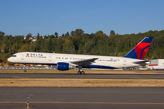 Delta 757-200 (Stiggy84) Tags: boeing 60d 757 delta yankees newyork canon boeingfield 24105l boeing757
