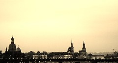 Dresden (Ivan Mauricio Agudelo Velasquez) Tags: bw panoramica centro ciudad muelle torre germany sunset atardecer