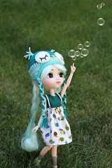 Bubble (Juju DollPassion) Tags: pullip dolls doll custom bubble blue green outside animal eyes bonnet dress