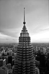 pinnacle (yukarifukui) Tags: kualalumpur klcc malaysia building twintowers skyscrapers