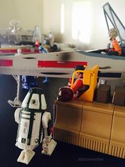 R4-M9 servicing rebel hangar bay (Macroworlder) Tags: star wars hasbro disney rebel pilots xwing hangar bay r4m9 astromech droid