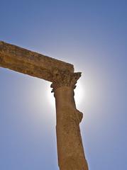 Gegenlicht / Backlight (schreibtnix) Tags: reisen travelling naherosten neareast  jordanien  jordan jerash antikestadt romantown sule column gegenlicht backlight olympuse5 schreibtnix