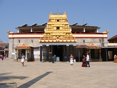 Sharadamba Temple-Sringeri (v s raam: 10,000 + views. Thanks to visitors!!!) Tags: sculpture india art saint rock stone architecture temple gold lotus lion parrot philosophy carve parakeet granite rosary karnataka chakra sandalwood guru philosopher sarada sharada shankara sringeri sankara jagadguru canara advaita japamala nondualism century southcanara srichakra peetham adishankara dakshinkannada eighth sharadapeetham bhagavatpada bhagavathpada