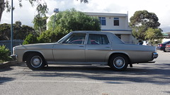 1977/80 Holden HZ Statesman Deville (RS 1990) Tags: car wheel hub sedan steering interior space parking may headlights retro nostalgia cap badge round adelaide dashboard grille friday deville southaustralia luxury hz 17th holden statesman delights 2013 teatreegully holdenhill 197780