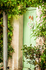 Porte romantique (Fred_78) Tags: france façades maisons coeur vert porte d90 romantisme vieilles végétal neauphle