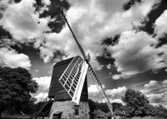 Avoncroft Museum. Danzey Green Windmill. 20 July 2016 (ricsrailpics) Tags: uk worcestershire bromsgrove avoncroft museum buildings windmill mono bw clouds 2016