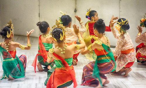 Practice makes perfect. Traditional Dance Group. Bangkok 2016
