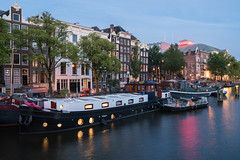 Amsterdam Riverside (McQuaide Photography) Tags: amsterdam noordholland northholland netherlands nederland holland dutch europe sony a7rii ilce7rm2 alpha mirrorless 1635mm sonyzeiss zeiss variotessar fullframe mcquaidephotography adobe photoshop lightroom tripod manfrotto light licht bluehour schemering dusk twilight longexposure stad city capitalcity urban lowlight architecture outdoor outside old oud gracht grachtenpand canalhouse house huis huizen traditional authentic water reflection centrum gebouw building waterfront waterside river amstel colour colours color travel houseboat boat woonboot carr theatercarr summer zomer riverside evening avond residential