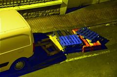 (Jean-Luc Lopoldi) Tags: paysbasque bayonne palettes nuit camionnette van rue street trottoir entredesfournisseurs clairagepublic streetlighting plonge