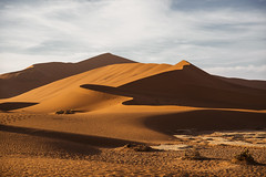 Colored Snake (carlos.aantunes) Tags: gold golg areiasolgoldourodouradoventowind namibia dune sossusvlei deadsvlei orange color sky blue redsand waves snake rocks amazing beautiful desert big daddy