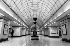 Gants Hill station (plvision) Tags: londres london photography photographie tube metro underground station gantshill perspective bnw blackandwhite noiretblanc monochrome architecture