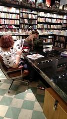 folheando (luyunes) Tags: leitura leitor livro livraria motomaxx luciayunes