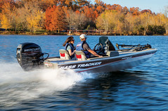 Tracker Pro 160 (BoatTEST.com) Tags: test layout design performance boating fishingboat boattest pro160 boatreview trackermarine trackerboat boatfeature