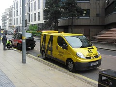 AA Battery Assist Renault Trafic OU10 EVG (wicked_obvious) Tags: taxi battery renault assist breakdown aa tyre trafic ou10evg