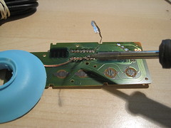 """Step 4: Desolder the 4021 chip • <a style=""""font-size:0.8em;"""" href=""""http://www.flickr.com/photos/61091961@N06/8964530465/"""" target=""""_blank"""">View on Flickr</a>"""