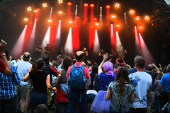 16_LittlePhotoCompany_Tash_Saturday (101) (Larmer Tree) Tags: 2016 littlephotocompany tashleejones saturday mainstage audience treacherousorchestra handsintheair