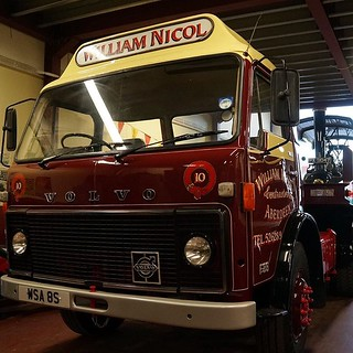 Bonnie Lass is loaded onto the Tasker trailer behind the F86. It's been a fun night. #Bonnie #lass #fowler #steam #tractor #Volvo #f86 #tasker #loaded #lowloader #low #maroon #cream #william #nicol #transport #aberdeen #scotland #ten