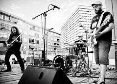 Abstract Artimus (Buzo666) Tags: medinadelcampo airelibre instrumentodecuerda exterior peopleperformingarts rock garage punk garagerock hardrock metal punkrock rocknroll newyork abstractartimus fasserueda monocromtico monocrome blancoynegro blackandwhite msico msica music msicos guitarra guitar mon