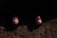 """J240/365 """"Ttes flottantes"""" (manon.ternes) Tags: paris photography photos photographie projet365 personne projet pink parisienne portrait project personnes 365project 365days 365 tudiante anne2016 courneuve fh16 festival humanit jeanne charlotte tte head bizarre weird dtrange black dark lumire light friends abstrait"""
