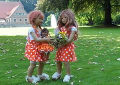Besuch auf Burg Hlshoff ... (Kindergartenkinder) Tags: outdoor kind gruppenfoto personen garten park kindergartenkinder annette himstedt dolls sanrike leleti annemoni