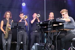 Fenna Vol, Ruben van der Kleij, Max Groenen, Monique Horlings & Stijn van den Berg 7464-3_6104 (Co Broerse) Tags: music composedmusic contemporarymusic jazz pop haarlemjazzmore grotemarkt haarlem 2016 cobroerse fennavolsaxophone rubenvanderkleij trumpet maxgroenen moniquehortings stijnvandenberg keys lisathelumberjacks soulpop ballads uptempo groove funk