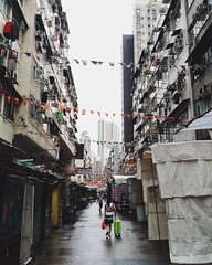 Hong Kong 2016. (mauxditty) Tags: templestreetnightmarket market suitcase city hongkong china yaumatei