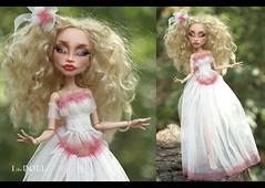 Diana (ithedoll) Tags: monsterhighrepaint monsterhigh custommonsterhigh headless headmistress bloodgood artdoll