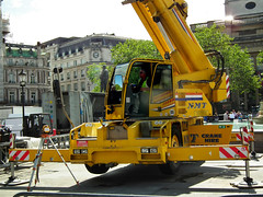 NMT Terex Demag AC30 City Class (kenjonbro) Tags: uk london westminster yellow trafalgarsquare charingcross sw1 ac30 terexdemag citycrane kenjonbro nmtcranehire fujihs10