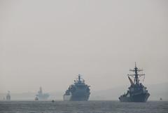 USS Gonzalez / RFA Argus / USS Wasp Fleet Week NYC 2012 (ho_hokus) Tags: newyorkcity mist newyork spring unitedstates hudsonriver fleetweek 2012 paradeofships d80 ussgonzalez rfaargus nikond80 usswasplhd1 tamron18270mmlens